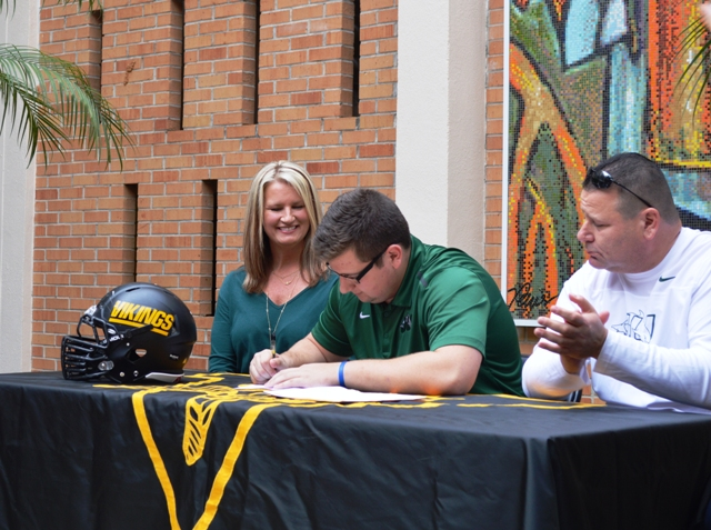 Jared Horowitz signs National Letter of Intent